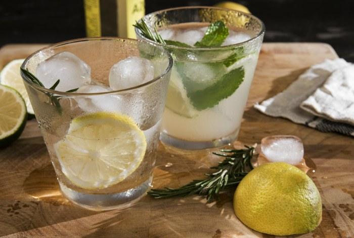 Лимонная настойка. 2 быстрых рецепта в домашних условиях